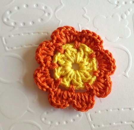 Háromszintes horgolt virág