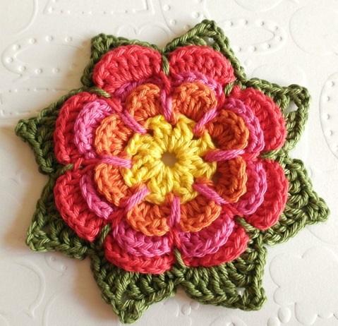 Hháromszintes horgolt virág