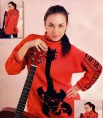 Hangszer mintás kötött pulóver