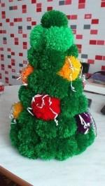 Karácsonyfa készítés pomponból