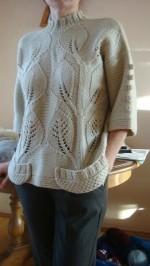 Levélmintás kötött pulóver