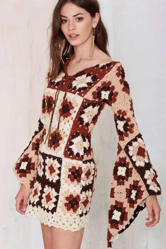 Nagyinégyzetes ruha