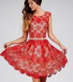 Lenyűgöző csipkés ruha