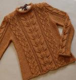Azsúr és levélmintás pulóver kötésminta leírás
